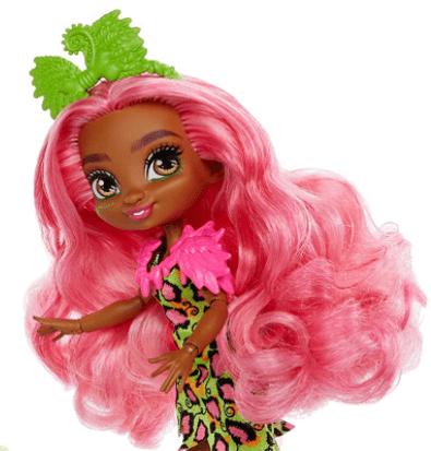 Fernessa cheveux roses poupée cave club